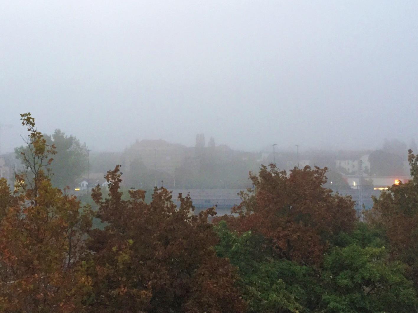 Nebel vom Balkon - Fotoidee für den Herbst